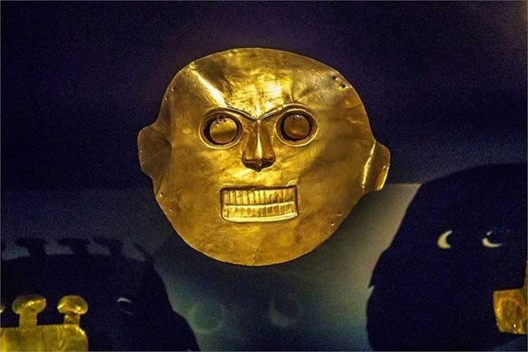 Mặt nạ dành cho các tang lễ. Trong các nghi lễ tôn giáo và những sự kiện khác, thổ dân Nam Mỹ dâng đồ vật bằng vàng lên thần linh để thể hiện lòng thành kính. Đồ vật bằng vàng cũng là biểu tượng của quyền lực.
