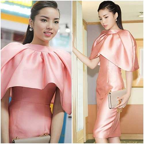 Kỳ Duyên thường lựa chọn những bộ đầm thiếu hiện đại và không tôn vóc dáng của cô.