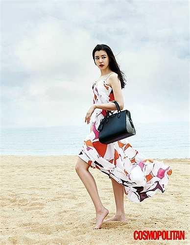 Hoa hậu đẹp nhất Hàn Quốc rất thích thú khi được khám phá thành phố biển xinh đẹp của Việt Nam.