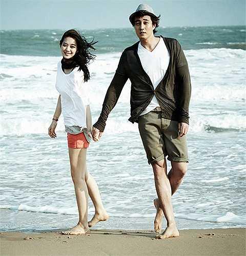 Cặp đôi nổi tiếng đã có một bộ ảnh hoàn hảo giữa khung cảnh thiên nhiên tuyệt mỹ của thành phố biển Việt Nam.