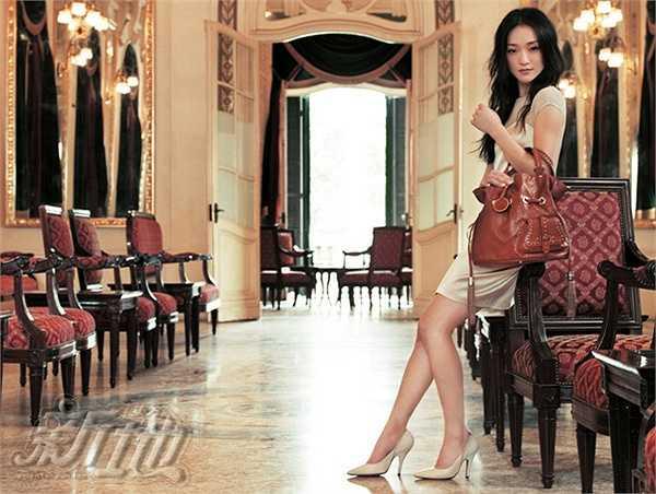 Những địa điểm nổi tiếng được ngôi sao Họa bì chọn chụp như Khách sạn Sofitel Metropole, Nhà hát Lớn, Ga Hà Nội...