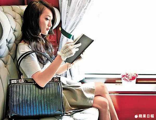 Nữ diễn viên đã có một khoảng thời gian ngắn trải nghiệm văn hóa Hà thành và tham quan những di tích lịch sử nổi tiếng.