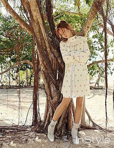 Nữ diễn viên 35 tuổi thích thú với thời tiết mát mẻ, ấm áp của Việt Nam.