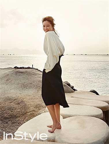 Ngoài ra, ngôi sao Chỉ có thể là yêu còn bày tỏ cảm xúc phấn khích của mình khi đứng trước bãi biển Nha Trang tuyệt đẹp.