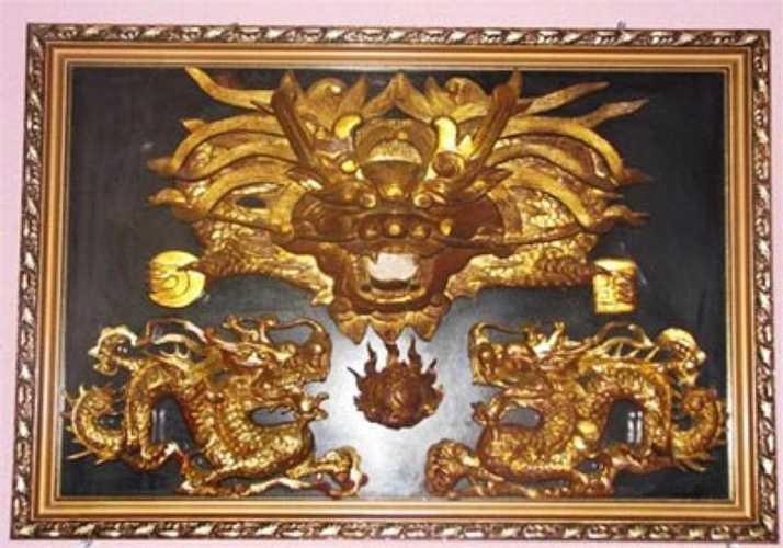 Tranh hình đầu rồng cũng là một vật phẩm đắt giá dành cho giới nhà giàu dùng để trang trí nhà cửa.