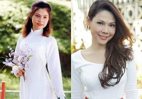 Nữ ca sĩ Thanh Thảo xinh đẹp trong tà áo dài trắng. Có thể thấy cô đã làm tóc xoăn từ rất sớm.