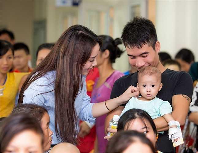 Luôn bận rộn với việc học tập và tham gia các sự kiện, nhưng Nguyễn Cao Kỳ Duyên vẫn không quên sứ mệnh của mình trong các hoạt động cộng đồng.