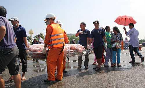 Thi thể thuyền viên cuối cùng được chuyển xuống từ tàu cứu nạn