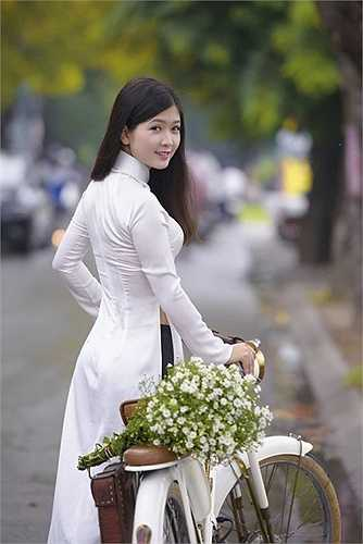 Dựa trên nội dung ca khúc của cố nhạc sỹ Trịnh Công Sơn, nhiếp ảnh gia Thiên Mã đã thực hiện bộ ảnh 'Mùa thu Hà Nội' trong những ngày Hà Nội giao mùa.