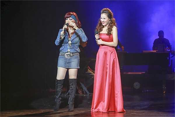 Đêm nhạc 'Đường xưa' của Bảo Yến với các nhạc phẩm của nhạc sĩ Quốc Dũng, chồng chị, và Kim Tuấn, em trai chị, đã diễn ra tại Nhà hát lớn Hà Nội.