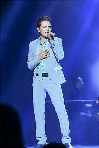Nhạc sĩ Nguyễn Ánh 9 chậm rãi, nhỏ nhẹ nói, ông 'đòi' được ra Hà Nội để ủng hộ đêm nhạc của gia đình Bảo Yến, ủng hộ Quốc Dũng.