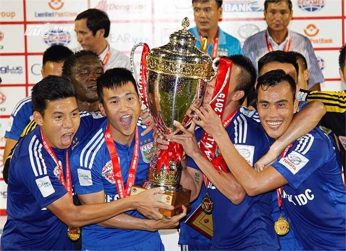 Công Vinh lần đầu tiên vô địch V-League. (Ảnh: VSI)