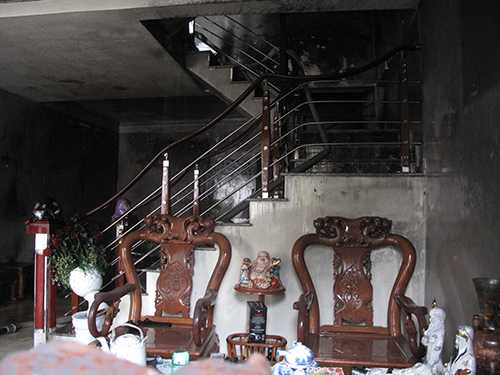 Một số đồ đạc trong nhà bị cháy