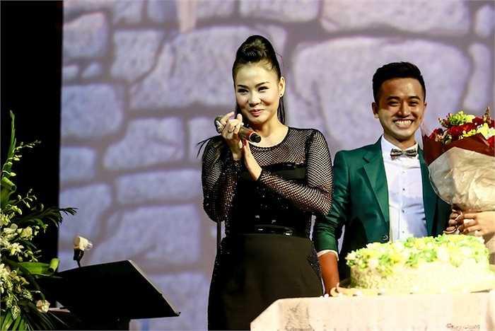 Tối 17/9, đêm diễn mừng sinh nhật Thu Minh đã được diễn ra tại một phòng trà với sự tham gia của đông đảo các khán giả hâm mộ.