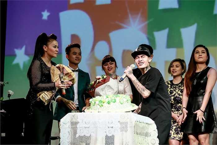 Cùng xem thêm những hình ảnh của Thu Minh và các học trò đêm tiệc sinh nhật: