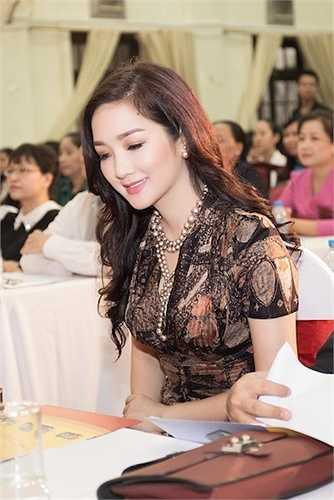 Ngoài vai trò giám khảo, MC và kinh doanh, cô còn có công ty riêng chuyên sản xuất các chương trình truyền hình.