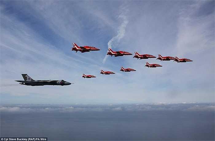 Đây là hình thức tri ân đặc biệt của Không quân Hoàng gia Anh với máy bay Vulcan