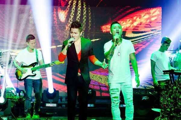 Đêm diễn có sự tham gia của các ca sĩ Tuấn Hưng, Khắc Việt, Hàn Thái Tú, Vĩnh Thuyên Kim, Hồ Việt Trung đã mang đến cho người nghe một bữa tiệc âm nhạc sôi động trẻ trung, đa sắc