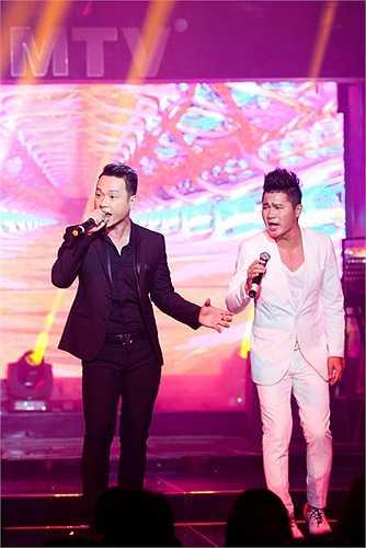 Hàn Thái Tú đã thể hiện một bài song ca và 2 bài sôi nổi: Nhậu, liên khúc Đêm vũ trường tạo nên không khí sôi nổi cho người nghe.
