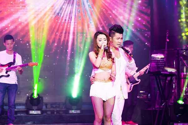 Ca sĩ Vĩnh Thuyên Kim tái xuất sân khấu với phong cách rất sexy