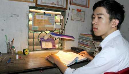 Nguyễn Đức Ngà (18 tuổi, ở xã Khánh Sơn, huyện Nam Đàn, Nghệ An) đạt 29 điểm thi đại học vẫn không trúng tuyển Học viện Cảnh sát nhân dân