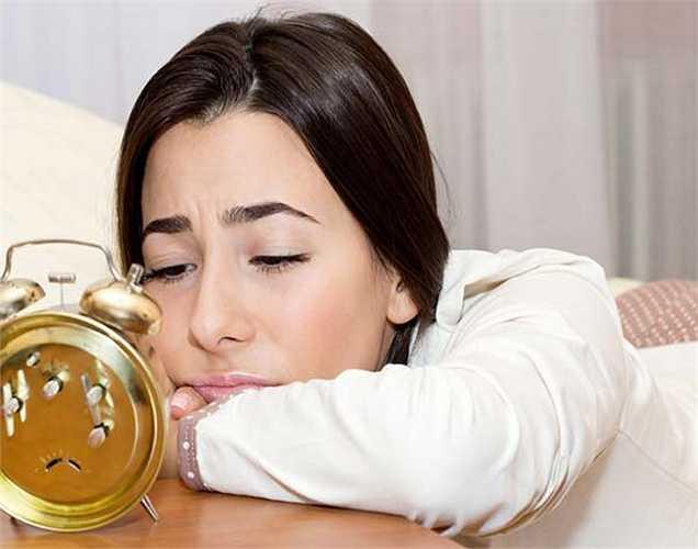 Mất ngủ và các vấn đề sức khỏe khác: khi lượng độc tố dư thừa trong cơ thể dẫn đến tắc nghẽn, làm máu đến các cơ quan chậm, dẫn đến các vấn đề như mất ngủ.