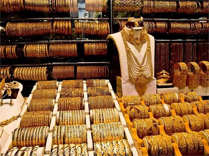 Chỉ trong năm 2013, ở Dubai đã giao dịch 70 tỷ USD vàng vật chất, khoảng 2.250 tấn