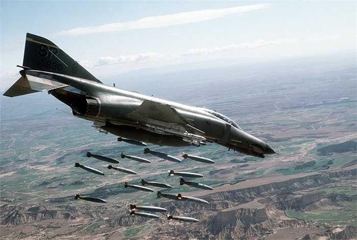 F-4 Phantom II, tốc độ tối đa 2368 km/h
