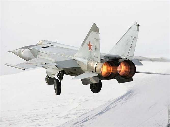 MiG-25 Foxbat, tốc độ tối đa 3492 km/h