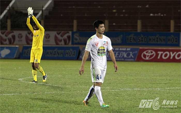 Công Phượng và đồng đội thua trận 1-3 và đứng áp chót bảng xếp hạng V-League ở giải đầu tiên họ tham dự.