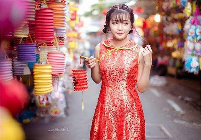 Nhờ vẻ đẹp trong sáng, hồn nhiên pha chút tinh nghịch, hot girl nhanh chóng trở thành mẫu ảnh quen thuộc của nhiều nhiếp ảnh gia Sài thành.