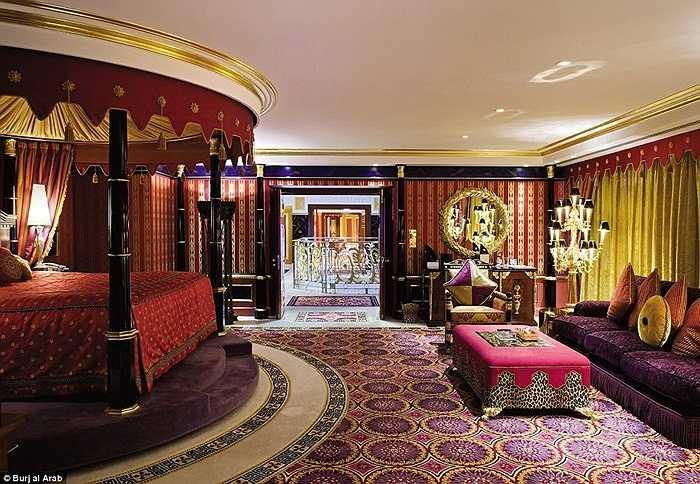 Các căn phòng được phân chia rõ ràng là dành cho nữ giới hay nam giới. Đây là một căn phòng của các 'ông vua'
