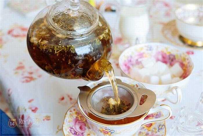Trà kiểu Anh truyền thống là loại trà giàu chất chống oxy hóa rất tốt cho sức khỏe cả nam giới và phụ nữ. Tuy nhiên, bạn cũng không nên uống quá nhiều đặc biệt phụ nữ đang trong thời kỳ mang thai.