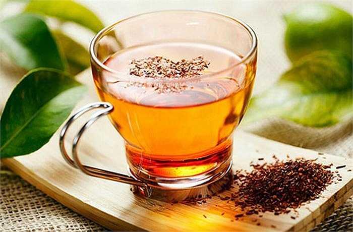 Hồng trà Nam Phi là nguồn chứa nhiều vitamin C và nhiều đặc tính chống oxy hóa có lợi cho hệ thống miễn dịch. Nó giúp chống bệnh tật, đặc biệt là các bệnh ngoài da như eczema, đồng thời ngăn ngừa các dấu hiệu lão hóa.