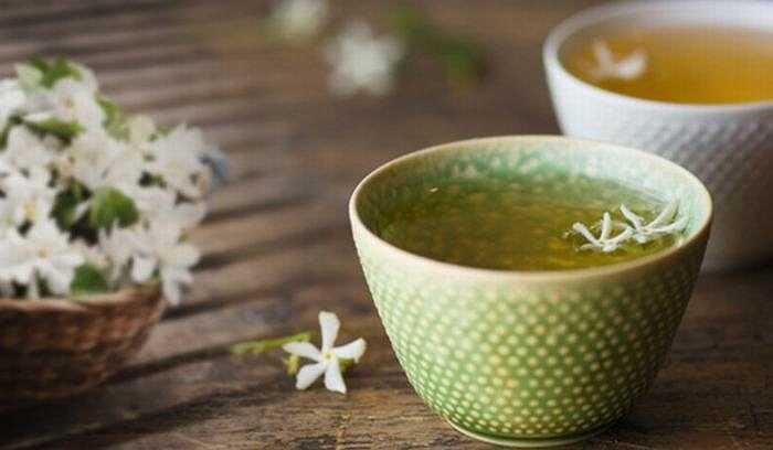 Trà lài được sử dụng ở Trung Quốc trong nhiều thế kỷ và được ghi lại trong một số bản thảo của Trung Quốc cổ đại có tác dụng kích thích ham muốn và tăng khả năng sinh sản. Trà hoa lài giúp tăng cường hệ miễn dịch, chống ung thư, rối loạn tiêu hóa, giảm cholesterol và giảm huyết áp cao.