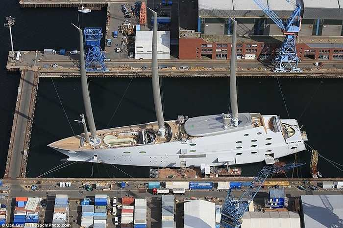 Ông được cho là mua siêu du thuyền này với giáo 260 triệu Bảng