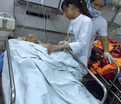 Sập nhà cổ phố Trần Hưng Đạo: Một nạn nhân được cấp cứu tại BV Việt Đức.