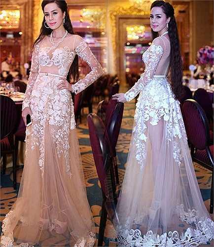 Bộ đầm của người đẹp Tố Uyên khiến người đối diện muốn ngắm nhìn mãi không thôi.