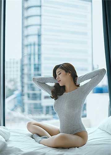 Phan Hoàng Thu từng đoạt giải Hoa hậu Đông Nam Á trong cuộc thi Hoa hậu Du lịch thế giới tổ chức tại Malaysia năm 2013.