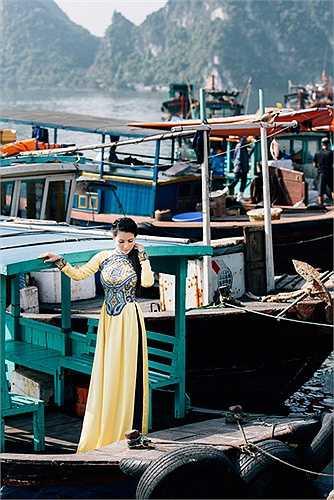 Hoa hậu quý bà châu Á tại Mỹ khoe bộ ảnh mới được chụp tại Hạ Long trong chuyến trở về Việt Nam làm việc mới đây của chị, để ủng hộ cuộc thi ảnh, video 'Tôi và đất nước tôi' mà chị là một trong những nghệ sĩ đồng hành.