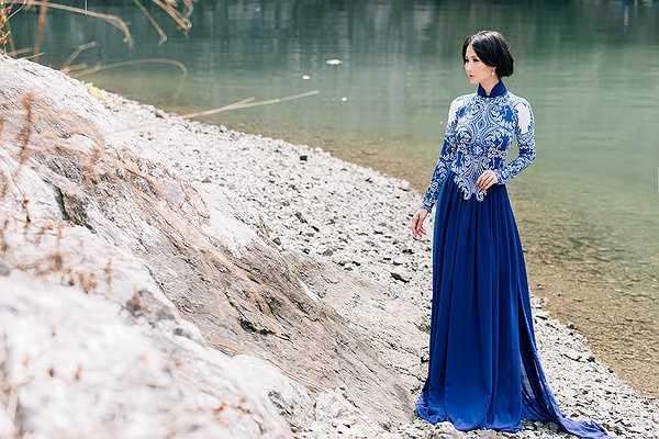 Xa Việt Nam sang nước ngoài định cư từ nhỏ, Hoa hậu luôn 'thèm' mặc áo dài, 'thèm' được có những giây phút thư thả trên quê hương như thế.