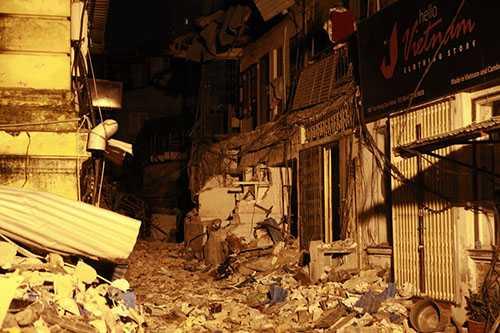 Điện sinh hoạt của biệt thự 107 Trần Hưng Đạo và trong khuôn viên, nơi các hộ dân sinh sống đã bị cắt để đảm bảo an toàn