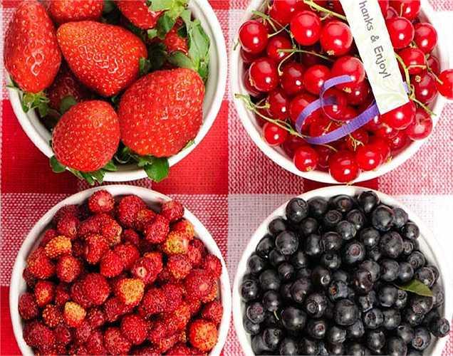 Quả cherry, quả anh đào và quả mọng khác là các loại quả tốt cho não vì đó là thực phẩm giàu chất chống oxy hóa rất tốt cho chức năng nhận thức và giúp giảm bớt các triệu chứng của bệnh alzheimer.