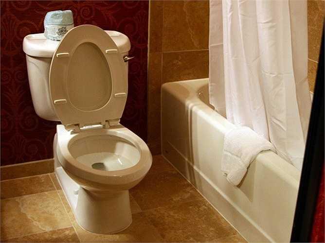 Không tìm thấy nhà vệ sinh là giấc mơ phổ biến có ý nghĩa người đó gặp một vấn đề trong cuộc sống và đang tìm điều bản thân muốn. Lời khuyên dành cho bạn là hãy dành nhiều thời gian hơn cho bản thân để tìm hiểu điều bản thân thực sự muốn thay vì nghĩ cho người khác.