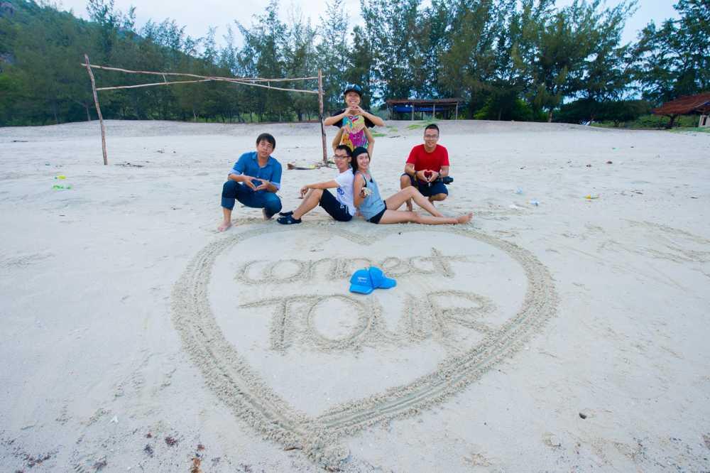Nhóm bạn trẻ Connect Tour đã có những trải nghiệm thú vị khi khám phá hoang đảo Robinson