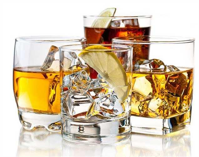 Rượu: Thay vì uống đồ uống calo cao như bia và whisly, bạn nên lựa chọn uống như vodka với chanh và soda hoặc rượu gin và rượu tonic vì nó ít năng lượng.
