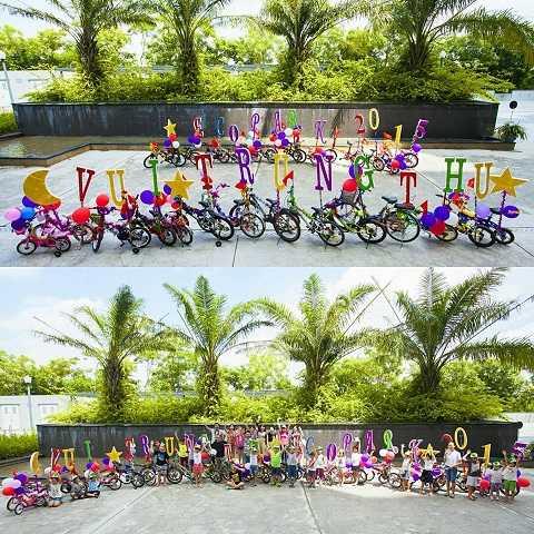 """Các cư dân tí hon Ecopark cùng gia đình sôi nổi trang trí cho """"liên quân"""" xe đạp của mình"""