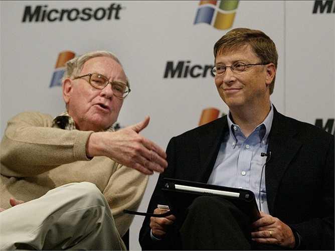 Warren Buffett là một người xa lánh công nghệ nhưng người bạn thân nhất trong hội đánh bài Tây của ông chính là tỷ phú công nghệ số một thế giới, Bill Gates