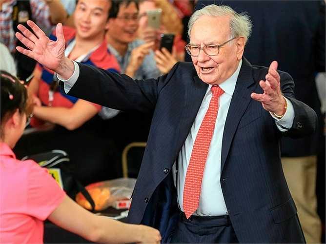 'Tôi đo đếm thành công của mình bằng cách nhìn xem bao nhiêu người yêu mến mình. Và cách tốt nhất để được yêu mến là phải trở thành một người đáng yêu' - Warren Buffett nói về việc đo đếm thành công bằng tiền bạc