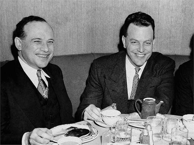Benjamin Graham là thần tượng của Warren Buffett. Ông từng 'sống chết' xin làm việc cùng Graham nhưng không thể thành công